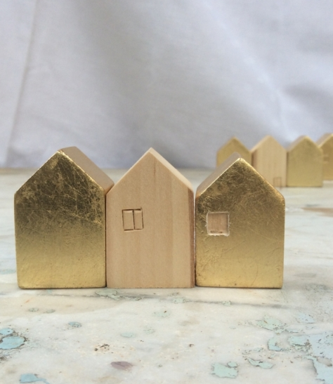 Small house blocks in linden, gilded