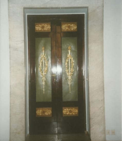 Doors with gilded carvings, polished spirit