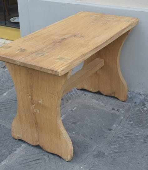 Stool in oak